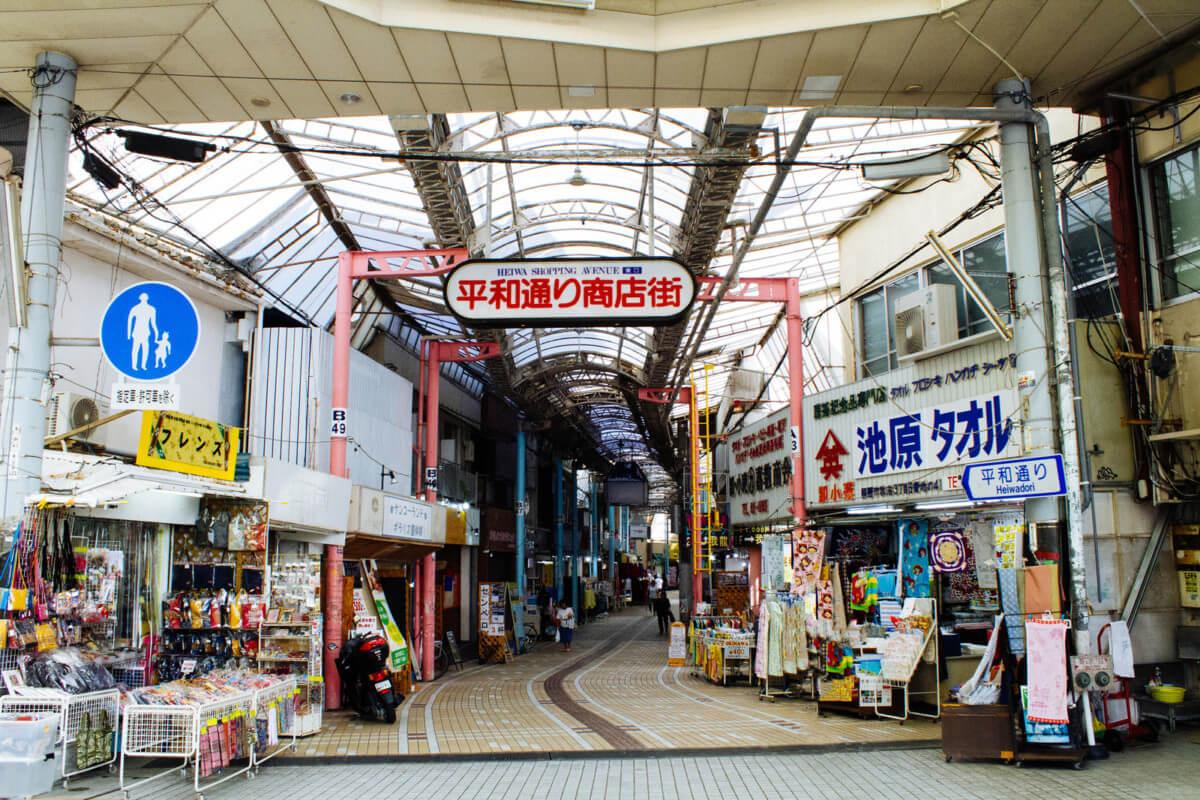 沖縄県那覇市の平和通り商店街の画像