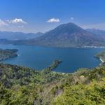 栃木県の中禅寺湖と男体山の画像