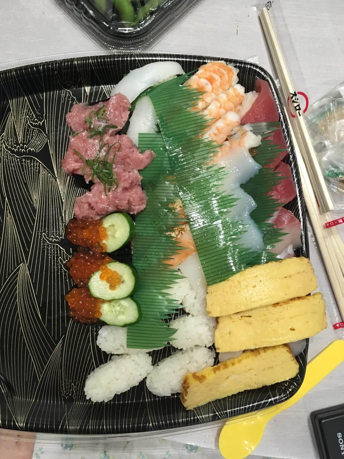 ウーバーイーツ配達されたお寿司がグチャグチャ